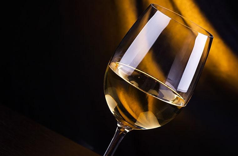 リッチで濃厚な白ワイン